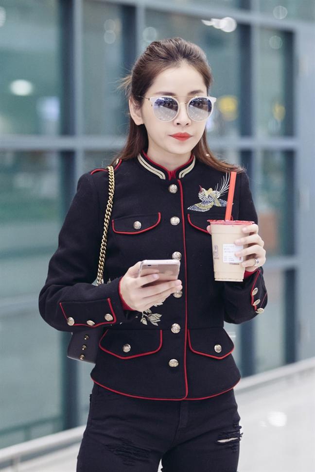 Chi Pu bien san bay thanh 'san dien thoi trang' nho style cuc chat