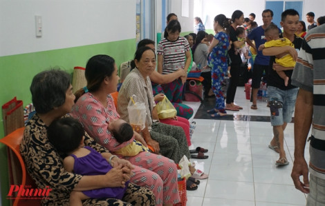 Trẻ viêm phổi, suyễn nhập viện gấp đôi số giường bệnh