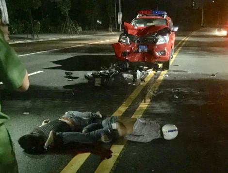 Xe máy đối đầu xe phòng cháy chữa cháy, 2 thanh niên nguy kịch