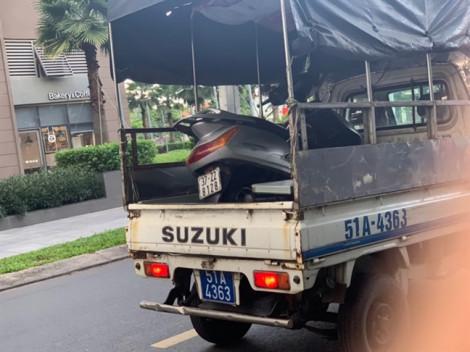 Trộm dùng xe cũ tráo xe mới ở chung cư cao cấp, chui qua gác chắn tẩu thoát