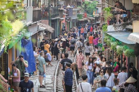 Hà Nội yêu cầu 'xóa sổ' cà phê đường tàu trước ngày 12/10