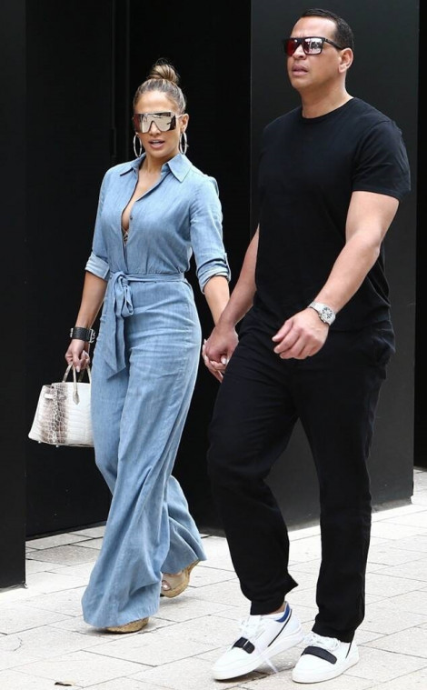 Đăng ảnh không xin phép, Jennifer Lopez bị kiện hơn 3,3 tỉ đồng