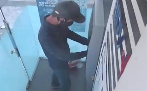 Lại phát hiện thiết bị đánh cắp dữ liệu ở cây ATM tại Hà Tĩnh
