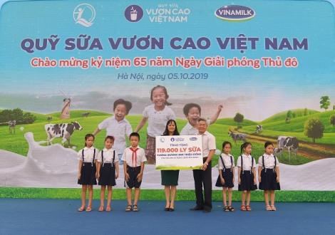 61.000 cây xanh và 119.000 ly sữa được Vinamilk dành tặng cho trẻ em Hà Nội