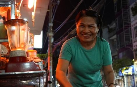 Clip: Quán sinh tố 'không lời' trên vỉa hè Sài Gòn