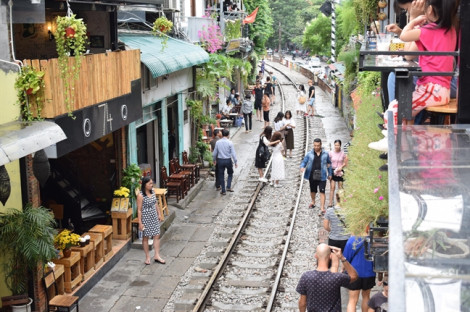 Du khách tiếc nuối  'cafe đường tàu' Hà Nội sắp đóng cửa