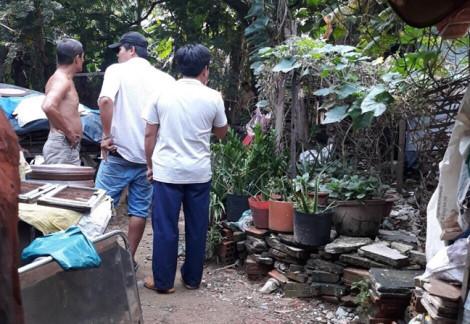 Người đàn ông độc thân chết treo trên cây me trong vườn nhà