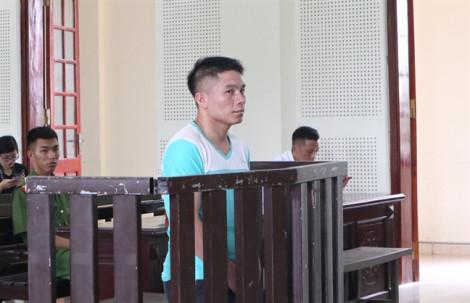 Vợ trẻ ngã quỵ khi nghe tòa tuyên chồng án tử