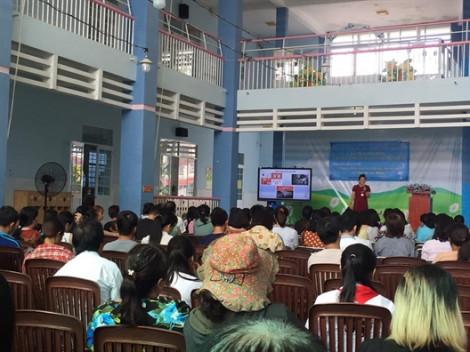 Nữ trí thức tình nguyện truyền kiến thức chống xâm hại tình dục trẻ em
