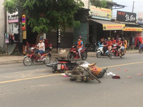 Sau va chạm giao thông, một thanh niên bị đánh nhập viện