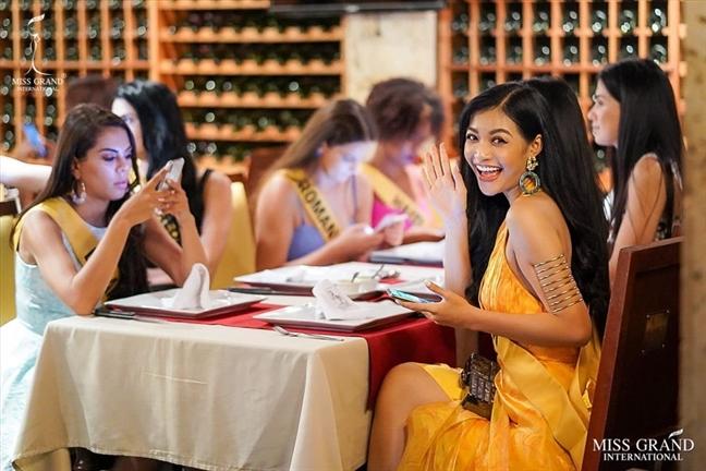 A hau Kieu Loan lot top binh chon Miss Grand 2019