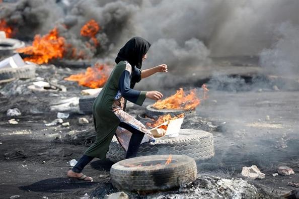 Tho Nhi Ky danh chiem khu vuc nguoi Kurd o Syria, Hong Kong cang nong len sau lenh cam mat na