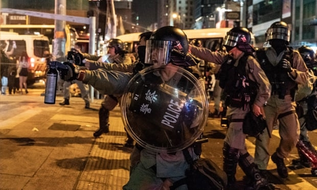 Canh sat Hong Kong tim thay bom hen gio tu che trong cuoc bieu tinh ngay 13/10