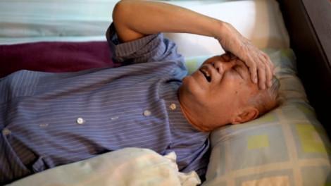 Chồng cũ bội bạc, có nên đón về chăm sóc lúc bệnh tật?