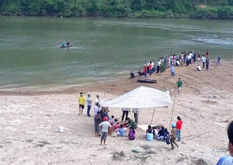 Tắm sông Ngàn Sâu, 3 nam sinh chết đuối