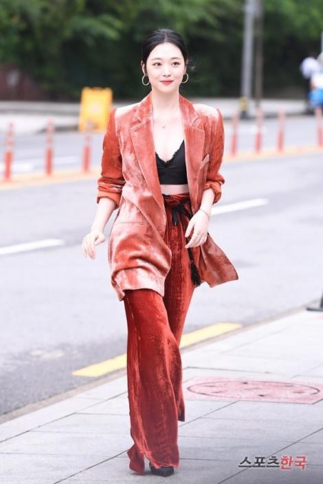 Phong cách thời trang đa dạng của nữ ca sĩ 'đoản mệnh' Sulli