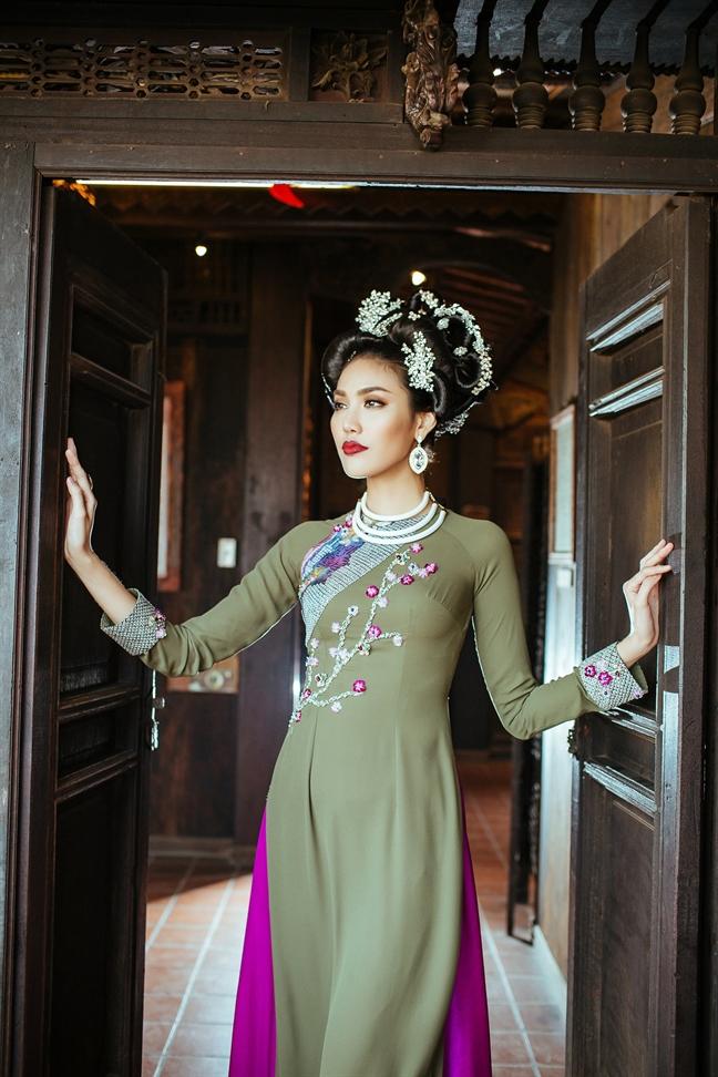 NTK Vo Viet Chung: '3 lan to chuc Hoa hau Dai duong, toi lo 10 ty'