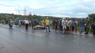 Xe máy gây tai nạn liên hoàn, 2 người chết, một người bị thương