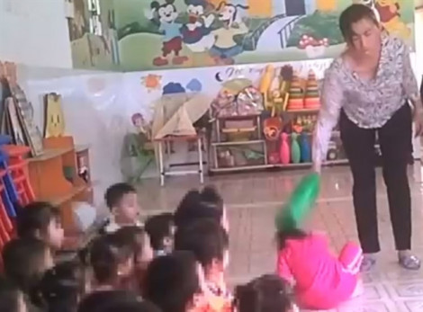 Phạt tù một chủ trường và ba giáo viên bạo hành trẻ