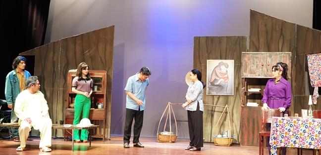 San khau kich TP.HCM: cho doi 'lot xac' den bao gio?