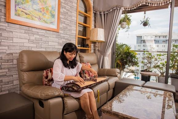 Lan Phuong: Con thuyen nguoc dong tim ve voi hoi hoa