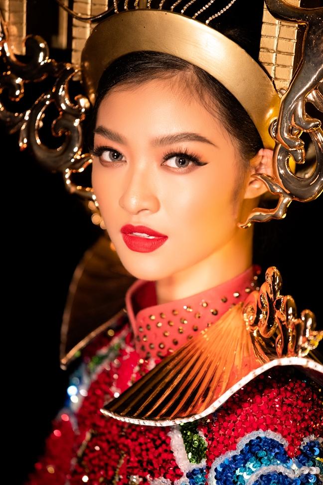 Bạt mí mãu trang phuc truyen thong A hau Kieu Loan mang dén 'Hoa hau Hoa binh Quoc te 2019'