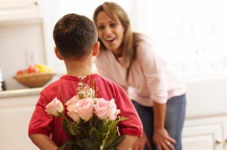 Có bao nhiêu người chưa từng nhận hoa ngày phụ nữ?