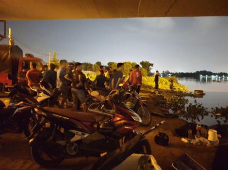 Đi xe ôm từ Sài Gòn về Bình Dương rồi nhảy xuống sông mất tích