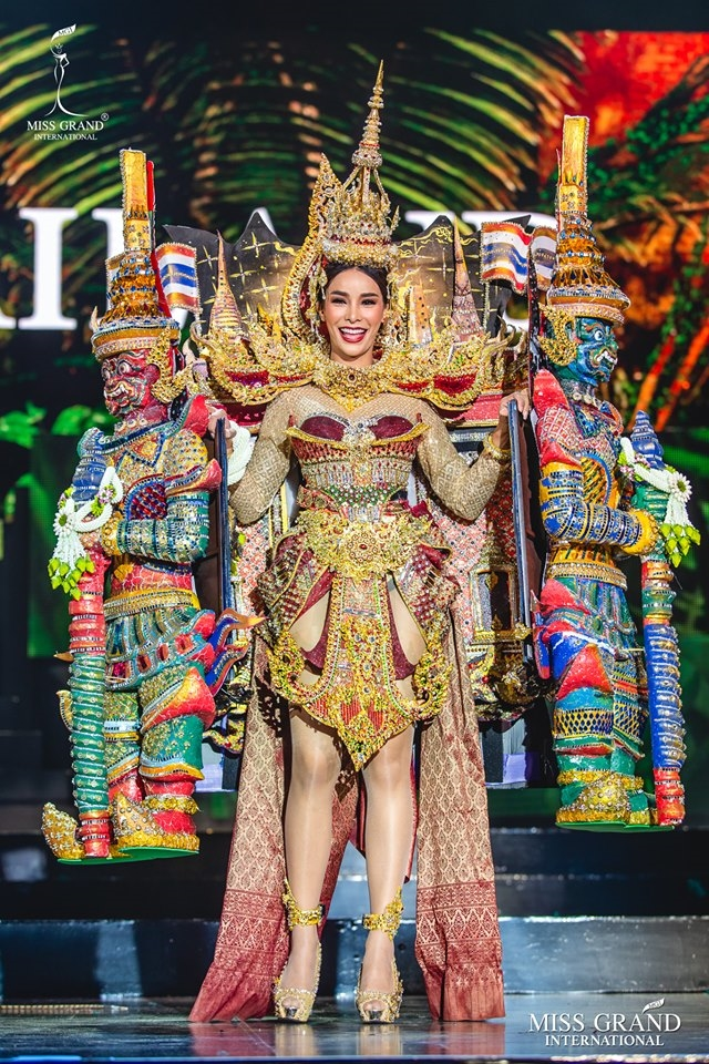 Nhung trang phuc truyen thong long lay tai 'Hoa hau Hoa binh Quoc te 2019'