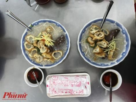 Quán cháo mực lâu năm ở quận 5 thơm lừng trong chiều Sài Gòn âm u