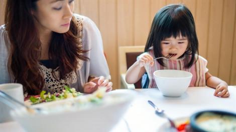 Sống chung ăn riêng, vợ chồng chỉ như khách trọ chung nhà