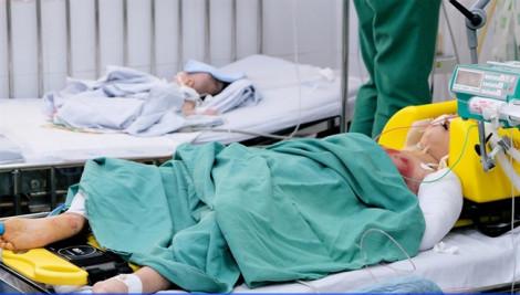 Xót lòng bé gái 4 tuổi được cứu sống còn cha mẹ tử vong khi va chạm với xe container