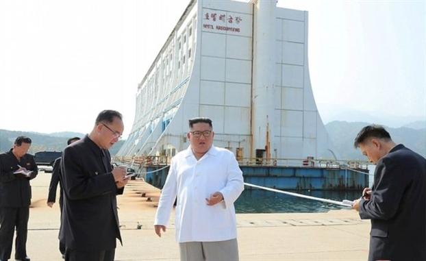 Chu tich Kim Jong-un ra lenh pha bo cac khach san 'kho coi' cua Han Quoc o mien Bac