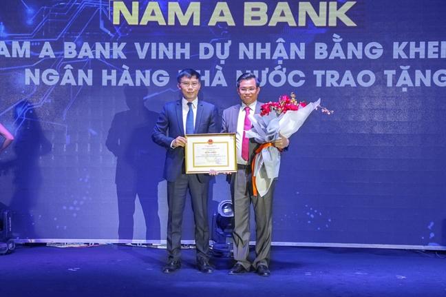 Nam A Bank nhan bang khen cua Thong doc Ngan hang Nha nuoc Viet Nam