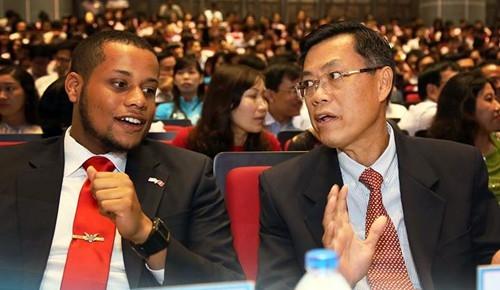 Giao su Nguyen Van Tuan tro thanh nguoi goc Viet dau tien duoc bau lam Vien si Vien han lam y hoc Uc