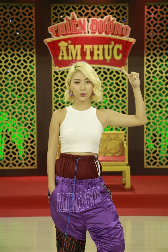 Hot girl Quynh Anh Shyn bi che bai vi an mac kho hieu tren song truyen hinh