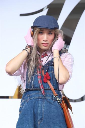 Thời trang diêm dúa của giới trẻ Hà Thành tại Tuần lễ thời trang thu đông Việt Nam