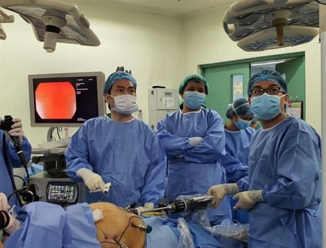 Bác sĩ Việt Nam bay sang Philippines hỗ trợ mổ robot cho 2 ca béo phì 130kg