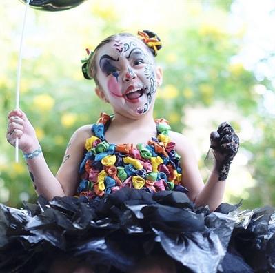 Dàn sao Viẹt và sao ngoại no núc hóa trang sóm cho Halloween