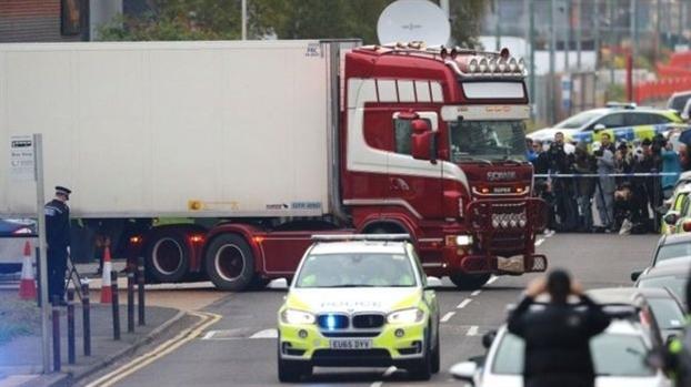 Tai xe bi buoc toi ngo sat 39 nguoi trong xe container o Essex