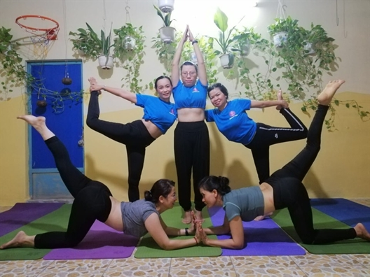 Cau lac bo Yoga ve Long Thoi