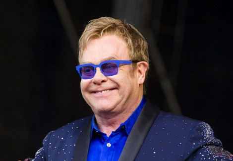 Danh ca Elton John huỷ show vì lý do sức khoẻ