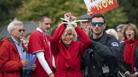 Jane Fonda nhận giải BAFTA khi đang bị cảnh sát bắt