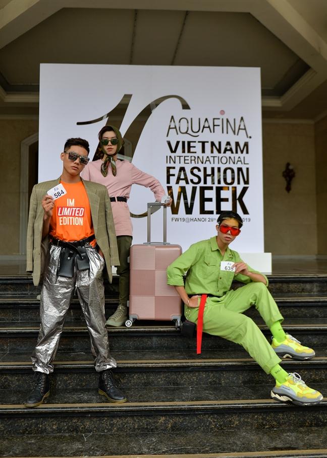 Xuat hien ban sao cua Son Tung M-TP, Hoang Thuy tren pho Trang Tien