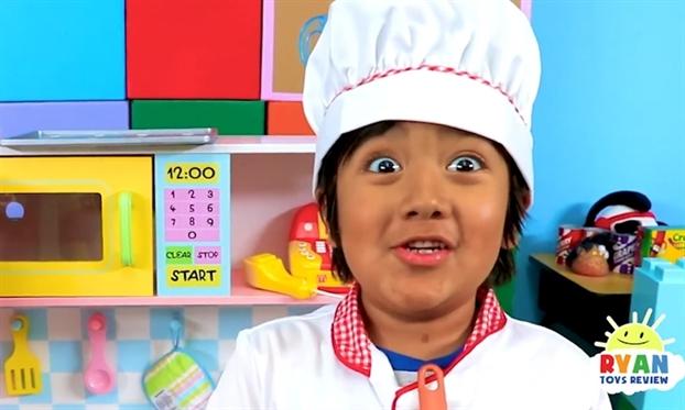 Sao nhi YouTube thu nhap hang dau the gioi mo rong 'de che kinh doanh'