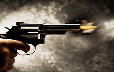 Mang súng đi giải quyết mâu thuẫn, bị đối thủ dùng dao đâm chết