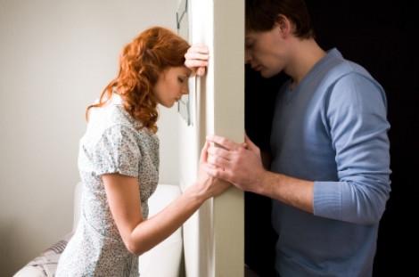 Bôn ba năm năm xứ người, chồng gán vợ trả nợ