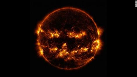 NASA công bố ảnh chụp mặt trời trông như một chiếc đèn Halloween khổng lồ