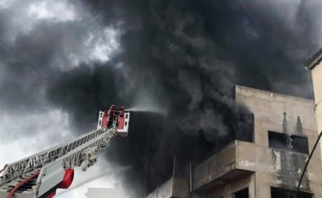 Cháy cực lớn ở xưởng sản xuất nệm mút ven Sài Gòn
