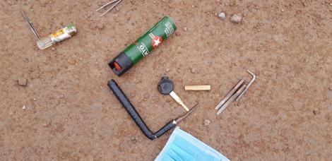 Phát hiện nhiều 'đồ nghề' của 2 tên trộm sau khi gây tai nạn nghiêm trọng